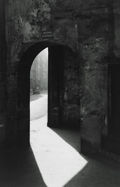 Passage to Rue de Seine, Paris  photo by Todd Webb, 1949.      #geometric #architecture