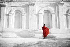 Buddhist Boy b&w Üvegkép az Europosters.hu-n