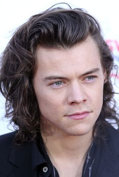 One Direction Star Harry Styles Chooses the Best Fashion for Winter 2015