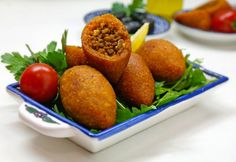 Icli Köfte - stuffed bulgur balls - according to your feeling - International Food Yummy Snacks, Yummy Food, Delicious Meals, Best Party Food, Arabic Food, Turkish Recipes, International Recipes, Relleno, The Best