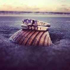 Beach wedding | photo idea | Rings on the beach