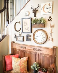popular farmhouse wall decor design ideas for natural interiors 58 Diy Home Decor Rustic, Farmhouse Wall Decor, Inspiration Wand, Interior Inspiration, Wall Decor Design, Wall Clock Decor, Foyer Wall Decor, Entryway, Stair Walls