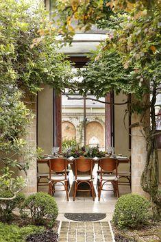 Bordallo Pinheiro para o Natal - Vamos Receber Home Garden Design, Deck Design, Home And Garden, Outdoor Spaces, Outdoor Living, Outdoor Decor, Verde Greenery, Home Greenhouse, Art Deco