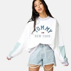 Tommy Jeans TJW Pastel Colourblock Sweatshirt Color block pattern Wide collar with Casual Shorts Outfit, Cute Casual Outfits, Retro Outfits, Short Outfits, Vintage Outfits, Tommy Hilfiger Outfit, Tommy Hilfiger Sweatshirt, Tommy Hilfiger Kids, Tommy Hilfiger Vintage
