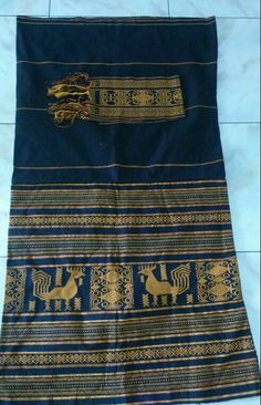 Native chicken woven fabric, hand made fabric from NTT indonesia.