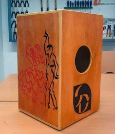 Propuesta de trabajo   Diseñar y construir un cajón flamenco para el aula demúsica.          Actividad realizada por alumnos de 3º de diver...