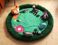 Adorable DIY activity mat in woodland theme