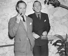 News Photo : Leslie Howard And Noel Coward On Normandie. Merle Oberon, Leslie Howard, Marion Davies, English Gentleman, Marlene Dietrich, Private Life, Yesterday And Today, Great Friends, Actors & Actresses