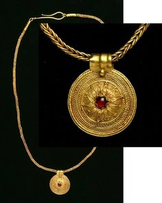 Hellenistic .Gold Necklace with Pendant. Circa late 4th-3rd Centuries B.C.