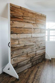 Barn wood wall on wheels Photography Studio Setup, Photography Studios, Wood Room Divider, Room Dividers, Movable Walls, Studio Room, Garage Studio, Dream Studio, Studio Backdrops