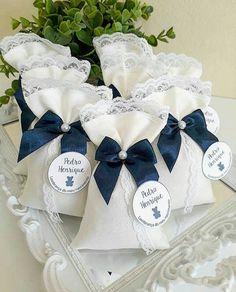 Wedding Cake Boxes, Wedding Gifts, Asian Bridesmaid Dresses, Drawstring Bag Diy, Deco Buffet, Wedding Doors, Burlap Bags, Wedding Shower Favors, Fabric Gift Bags