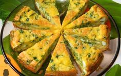 The pie with eggs and green onions in multicooker Bulgarian Recipes, Russian Recipes, Multicooker, Green Onions, Learn To Cook, Quiche, Good Food, Appetizers, Eggs