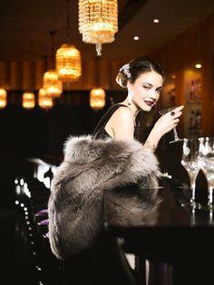 See the service at the Luxury Spa Hotel du Collectionneur, located in the centre of Paris near the Paris Arc de Triomphe, Place de l'Etoile, the Champs Elysées. Dinner In Paris, Luxury Lifestyle Fashion, Luxury Blog, Lady Luxury, Fabulous Furs, Black Tie Affair, Luxe Life, Foto Pose, Poses