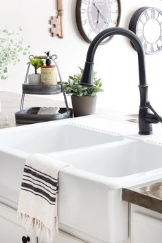 farmhouse kitchen decor Sharing is dark and boring builder grade kitchen gets a budget-friendly makeover with modern farmhouse style using d Rustic Kitchen Sinks, Farm Kitchen Ideas, Kitchen Sink Design, Modern Farmhouse Kitchens, Kitchen On A Budget, Home Decor Kitchen, Diy Kitchen, Cool Kitchens, Farmhouse Faucet