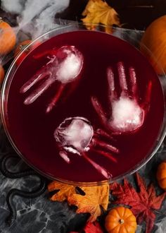 Frozen Hand Ice Cube for Halloween Party Punch. You'll want to keep your punch c. - Frozen Hand Ice Cube for Halloween Party Punch. You'll want to keep your punch cold and creepy by - Soirée Halloween, Halloween Party Snacks, Halloween Dinner, Halloween Themed Food, Diy Halloween Party Decorations, Halloween Couples, Halloween Recipe, Halloween Finger Foods, Halloween Snacks