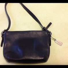 """TODAY ONLY ***SALE*** Coach small bag Black purse made by Coach. Measures 7"""" by 5"""". Coach Bags"""