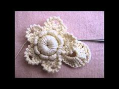 Flores Irish Crochet Tutorial, Irish Crochet Patterns, Crochet Stitches, Crochet Metal, Crochet Buttons, Crochet Lace, Knitted Flowers, Crochet Bracelet, Freeform Crochet