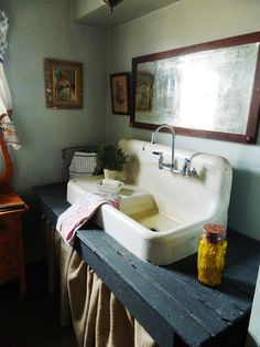 reposed sink and counter top......I can see something like this in our mudroom! LOVE the sink!