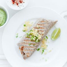 Burrito z chili con carne Burritos, Tacos, Mexican, Lunch, Ethnic Recipes, Yum Yum, Food, Chili Con Carne, Diet