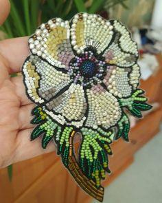 Красавчик анемон! мммм))) Tambour Embroidery, Bead Embroidery Jewelry, Fabric Jewelry, Ribbon Embroidery, Beaded Jewelry, Handmade Jewelry, Beaded Brooch, Crochet Earrings, Bead Crafts