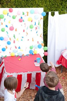 The Wedding Carnival. DIY Carnival Games for your wedding reception or rehearsal dinner. We just thumb tacked the balloons onto a thick piece of cardboard we picked up for free at Home Depot. Darts and balloons are from Oriental Trading. Diy Carnival Games, Fall Carnival, School Carnival, Carnival Wedding, Carnival Birthday Parties, Carnival Themes, Circus Birthday, Circus Party, Halloween Birthday