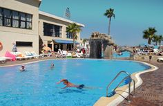 Another sunny day in the Marconfort Beach Club Hotel pool. This is Costa del Sol. www.marconfort.com