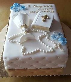 first communion cake boy ~ first communion cake Boys First Communion Cakes, Boy Communion Cake, First Communion Decorations, Cake Paris, Communion Centerpieces, Bible Cake, Christening Cake Boy, Religious Cakes, Confirmation Cakes