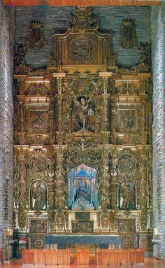 León, altar interior del santuario de la Virgen del Camino