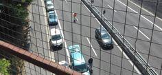"""Un ragazzo """"sospeso"""" sul cavalcavia dell'Autostrada A14"""