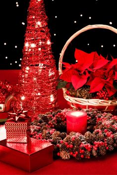 Brilliant Christmas gifts for her to remember forever. Gift Baskets For Women, Gifts For Women, Christmas Gifts For Her, Christmas Crafts, Gift Sets For Her, Backdrops, Backdrop Ideas, Relaxation Gifts, Spa Gifts