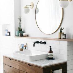 Neben der klassischen Mosaikfliese ist die Metrofliese ein beständiger Begleiter in der Badezimmergestaltung. Aus den düsteren Schächten der Untergrundbahnen New York City's hat sich die Fliese hochgearbeitet in die angesagtesten Badezimmer auf der ganzen Welt. Man kann da durchaus von einem glob