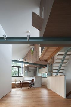 Small House with Floating Treehouse / Yuki Miyamoto Architect | ArchDaily