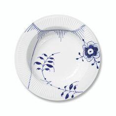 Blue Fluted Mega dinnerware by Royal Copenhagen. Royal Copenhagen, Beautiful Women Quotes, New China, My Plate, Kintsugi, Serving Plates, China Dinnerware, Delft, Danish Design