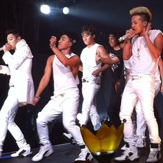 all my boys in BIGBANG wearing all white for the alive tour.  photo by jeromepourhomme  #mtviggy #taeyang #musicexperiment #youngbae #ygfamily #vip