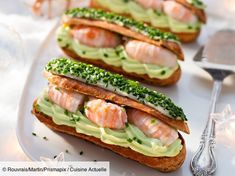 Savoury eclair with langoustines and pea cream Eclairs, Seafood Recipes, Appetizer Recipes, Chefs, Tea Snacks, Ganache, Catering Food, Appetisers, Creative Food
