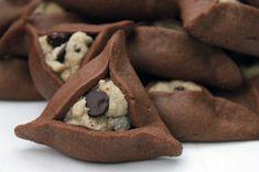 chocolate chip cookie stuffed chocolate hamantaschen for Purim! No Bake Sugar Cookies, Sugar Cookie Dough, Just Desserts, Delicious Desserts, Yummy Food, Yummy Yummy, Tasty, Sin Gluten, Gluten Free
