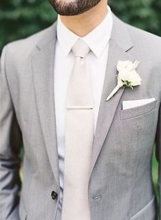 grey-and-cream-groomsmen-maybe-add-a-mint-green-c.jpg (327×445)