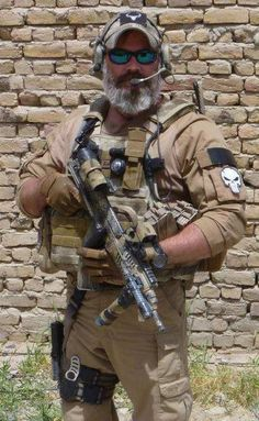 Photo -Gray in his beard and still a badass. Tactical Beard, Military Special Forces, Military Gear, Military Police, Military Jokes, Military Weapons, Epic Beard, Combat Gear, Special Ops