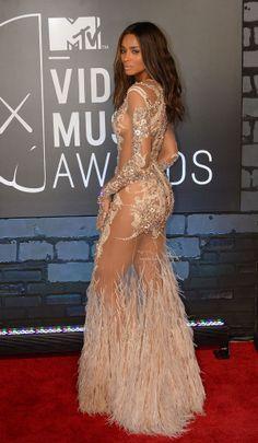 Celeb side butt: Ciara
