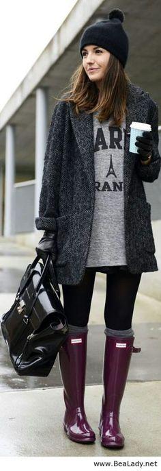 Look de inverno com gorro preto e galochas