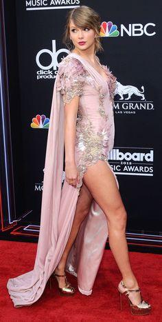 Taylor,, love her-mmm👸🍒😇🔥🔥🔥🔥🔥🔥😘💨💨💨 Taylor Swift Legs, Long Live Taylor Swift, Taylor Swift Pictures, Taylor Alison Swift, Taylor Taylor, Taylor Momsen, Great Legs, Beautiful Legs, Hottest Female Celebrities