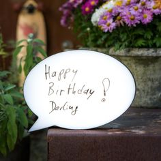Lampe BD Personnalisable parfaite pour une garden party ou une soirée d'été dans le jardin ! #gardenparty #summerparty #deco Geek Gadgets, Place Cards, Decorative Plates, Sweet Home, Place Card Holders, Birthday, Genre, Home Decor, Garden