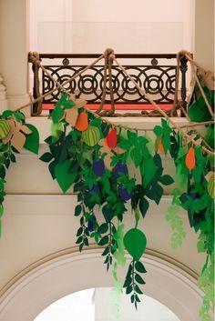 fácil, sencillo y muy atractivo, siluetas en diferentes tonalidades de hojas y ramas engarzadas en cuerda, crea tu composición.