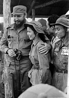 Fidel Castro visita las áreas liberadas del desaparecido Estado de Vietnam del Sur en octubre de 1973. Foto: Prensa Latina