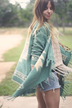 bohemian boho style hippy hippie chic bohème vibe gypsy fashion indie folk look outfit Estilo Hippie, Hippie Chic, Hippie Style, Bohemian Style, Look Fashion, Fashion Beauty, Autumn Fashion, Moda Boho, Look Chic