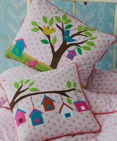 almofadas com aplique. Applique Cushions, Patchwork Cushion, Sewing Pillows, Quilted Pillow, Patchwork Quilting, Cute Pillows, Diy Pillows, Decorative Pillows, Throw Pillows