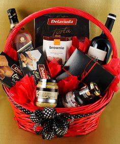 Holiday Gift Baskets, Gift Baskets For Men, Creative Gift Baskets, Creative Gifts, Corporate Gift Baskets, Corporate Gifts, Bff Gifts, Wine Gifts, Movie Night Gift Basket