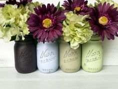 The are several DIY mason jar craft ideas that can be found to work anywhere from table top decors to kitchen party preps. In addition, the mason jar craft can Mason Jar Flower Arrangements, Mason Jar Flowers, Wedding Arrangements, Wedding Table Centerpieces, Floral Arrangements, Summer Centerpieces, Easter Centerpiece, Flower Pots, Pot Mason Diy