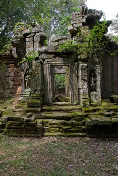 Back Ruin Doorway - Angkor, Cambodia how cool would it be to have this in your back yard. Beautiful Ruins, Beautiful Places, Abandoned Buildings, Abandoned Places, Foto Nature, Temple Ruins, Ancient Ruins, The Ruins, Fantasy Landscape