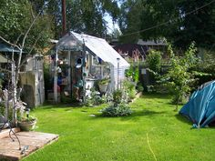 this was my greenhouse / studio. i miss it much